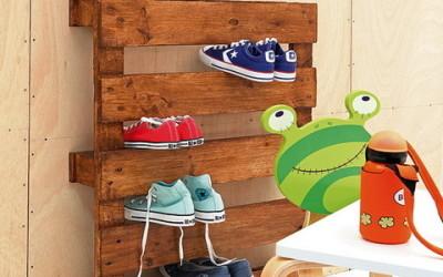 Drvena paleta kao mjesto za odlaganje cipela